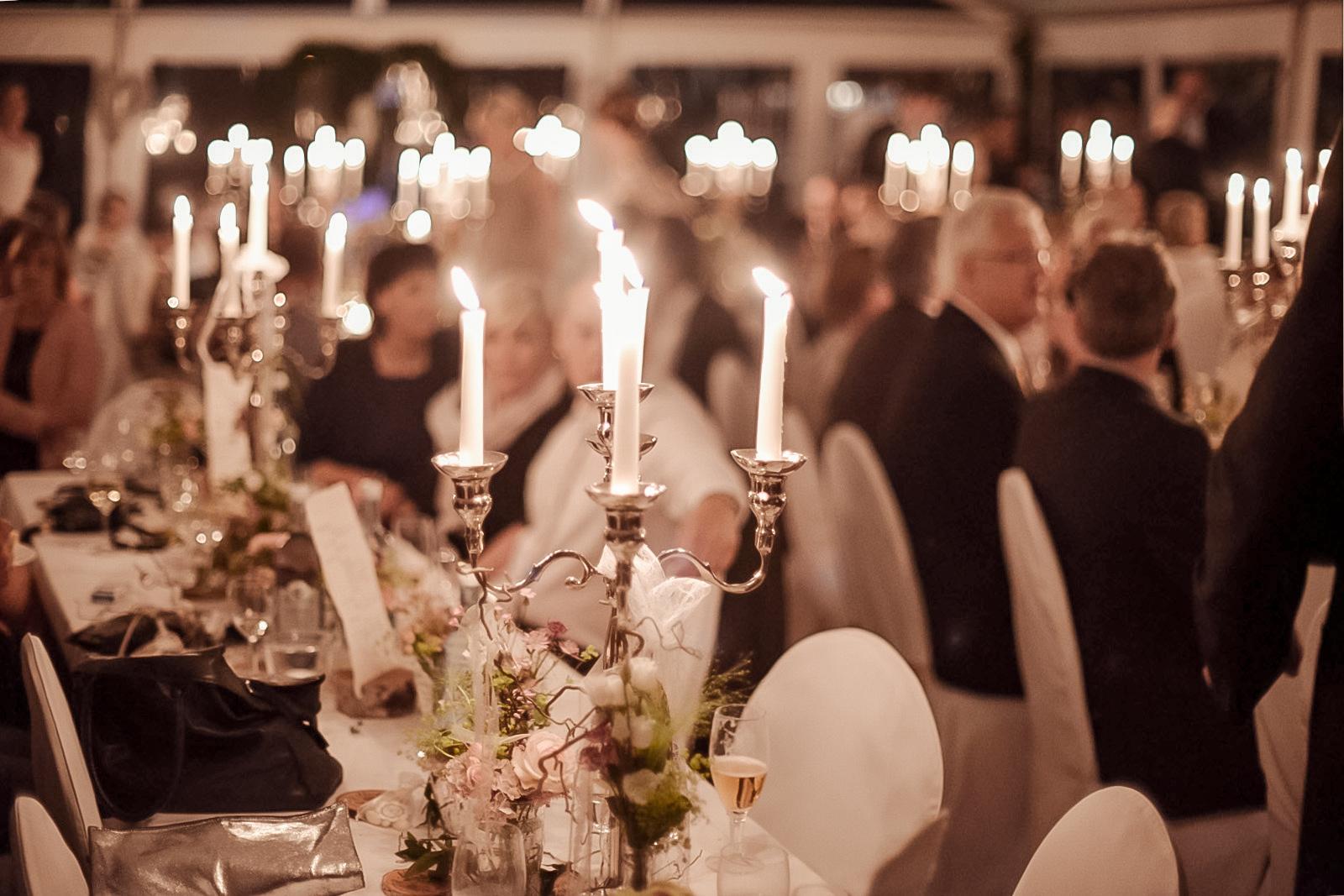 Hochzeit Kerzen Festsaal Gäste